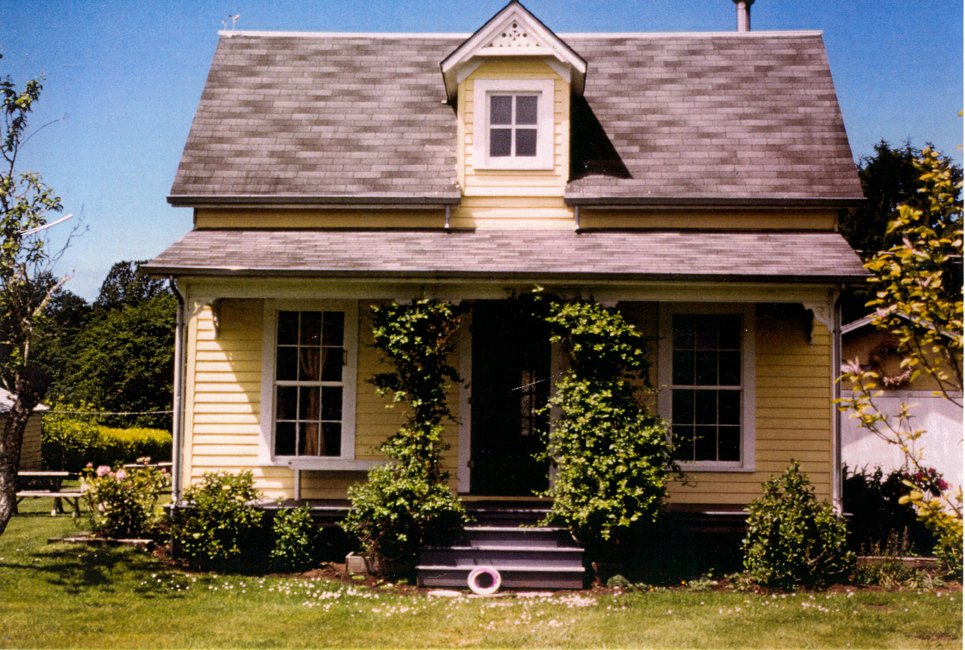 Captain Stream House in color 1990