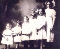 The Espy Children in 1913 - Dale, age 2; Willard, 3; Edwin, 5; Mona 9; Sue, 10; Medora, 14.