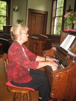 Bonnie Masson, Organist