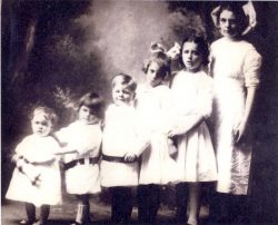 1912 - Dress Code for Children's Portrait: White